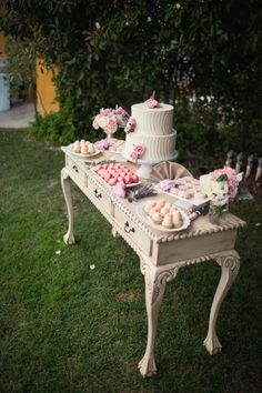 Mesas de postres vintage: ideas que te fascinarán - Houses interior designs Vintage Garden Parties, Vintage Party, Vintage Ideas, Stage Patisserie, Bar A Bonbon, Deco Champetre, Garden Party Wedding, Candy Table, Dessert Bars