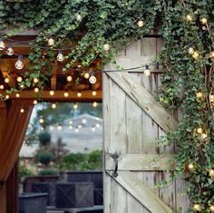 Utebelysning i trädgården gör sommarkvällarna så mycket härligare. Det är hög tid att planera och sätta upp utebelysningen inför sommaren. Här är 24 härliga bilder på extra fin utebelysning.