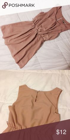 forever 21 pretty peach dress Super beautiful and classy forever 21 dress, really comfortable and stylish. Tag says XS but fits like a small Forever 21 Dresses