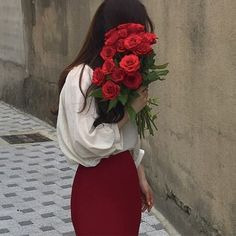 aesthetic, red, and flowers image Aesthetic Colors, Aesthetic Girl, Don Du Sang, Girls With Flowers, Up Girl, Vaporwave, Ulzzang Girl, Red Roses, Hair Styles