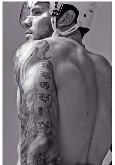 Tyler Seguin. Omg these pictures are slaying me.