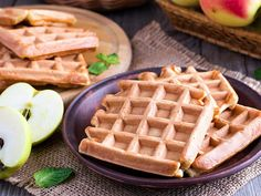 The perfect low-fat waffles according to the Weight Watchers recipe with simple step-by-step instructions: Very easy: all ingredients, except for the protein . Avocado Breakfast, Breakfast Toast, Vegan Breakfast Recipes, Snack Recipes, Weight Watchers Kuchen, Weight Watchers Meals, Easy Snacks, Quick Easy Meals, Baked Halloumi