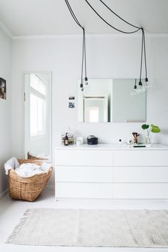 cool Cool Scandinavian, white and spacious wardrobe with plenty of room for the large Ikea 'Malm' dressers medianet_width = medianet_height = medianet_crid = medianet_versionId = (function() { var isSSL = 'https:' ==. Scandinavian Bedroom, Scandinavian Interior Design, Interior Design Ikea, Kitchen Interior, Baby Dekor, Deco Studio, Open Wardrobe, Malm Wardrobe, White Wardrobe