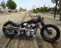 Old Classic Harley-Davidson Motorcycles Motos Bobber, Bobber Bikes, Bobber Motorcycle, Bobber Chopper, Old School Motorcycles, Hd Motorcycles, Vintage Motorcycles, Custom Bobber, Custom Harleys
