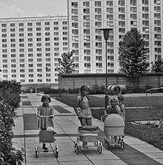Little girls in DDR