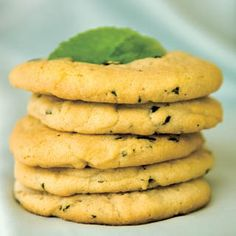 Lemon Balm Cookies-The lemon balm adds just a touch of sour to these ultra-sweet cookies. Lemon Balm Recipes, Lemon Balm Uses, Herb Recipes, Sweet Cookies, Baby Cookies, Heart Cookies, Valentine Cookies, Easter Cookies, Birthday Cookies