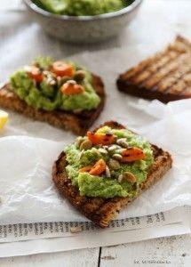 Przepis na grzanki z kremem z brokułów i awokado:-)