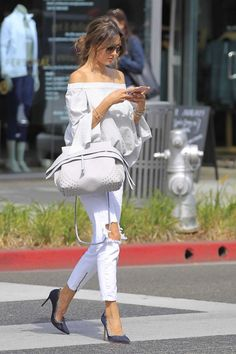 alessandra-ambrosio-out-shopping-in-beverly-hills_1216111831.jpg 1,200×1,800 pixels