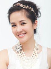 Hình ảnh ca sĩ Hồng Nhung tươi trẻ với nụ cười đầy cuốn hút, sở hữu gương mặt xinh đẹp, giọng ca tinh tế, đầy cảm hứng