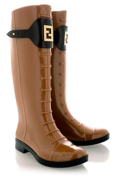 Image from http://lifepopper.com/wp-content/uploads/2014/09/prepare-for-the-rain-boots-trendy-stylish-street-casual-fashion-4.jpg.