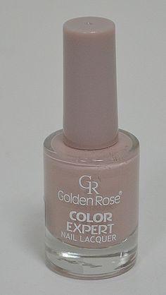 Пастелен светло бежов лак за нокти Golden Rose. Широката четка обхваща цялата нокътна плочка и прави нанасянето много лесно, само с едно движение.