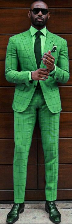 This pin was discovered by ed muboro. Casino Dress, Casino Outfit, Sharp Dressed Man, Well Dressed Men, Style Masculin, Green Suit, Green Fashion, Cool Suits, Green And Brown