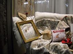 2 Wire Wrapping, Wraps, Home Decor, Decoration Home, Room Decor, Home Interior Design, Rolls, Rap, Home Decoration