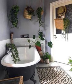"2,998 curtidas, 10 comentários - Bohemian Decor (@bohemiandecor) no Instagram: ""Everyhting about this little lounge is perfect • Photo via @_sare_xo #bohemiandecor"" Cozy Bathroom, Bohemian Bathroom, Eclectic Bathroom, Bathroom Plants, Bathroom Interior, Modern Bathroom, Bathroom Goals, Bohemian Bedrooms, Bathroom Ideas"