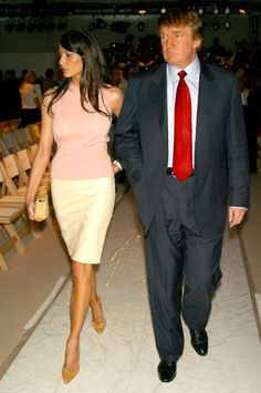 Melania Knauss and Donald Trump during MercedesBenz Fashion Week Spring 2004 Oscar de la Renta Front Row and Backstage at Bryant Park in New York. Young Donald Trump, Donald Trump Pictures, Melania Trump Young, First Lady Melania Trump, Milania Trump Style, Melania Knauss Trump, Malania Trump, Dior Gown, Donald And Melania