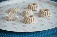 Pralinen für die Vögel Little People, Muffin, Breakfast, Diy, Animals, Food, Chocolate Candies, Food Food, Morning Coffee