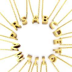 Modelo Iniciales Oro de la colección de Anartxy. Bisutería Fina. Steel Jewels