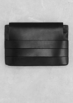 If you don't need to bring all kinds of things, then a clutch is the answer for daily usage. See these good suggestions on a clutch bag. Best Leather Wallet, Leather Clutch, Clutch Bag, Leather Handbags, Black Clutch, Envelope Clutch, Leather Bags, Leather Accessories, Beautiful Bags