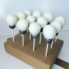 Lightbulbs cake pops
