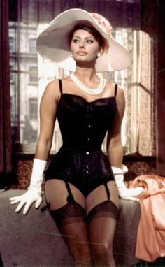 El Diablo!!! Sophia Loren is HOT in this pic.
