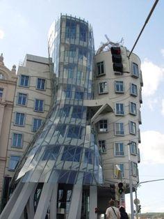 Tańczący dom znajduje się w Pradze.