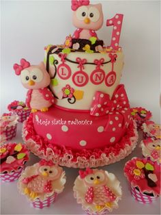 I'm not crazy about the owl craze but I think this is adorable! I just like the cake without the owls! Could substitute another animal or flowers or anything really! Love the polka dots and ruffles on the bottom cake!