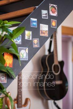 Imanes con nuestras fotos de Instagram en la escalera del salón   Magnets with our Instagram photos on the stairway