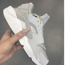 Best Ideas For Sneakers Nike Huarache Woman Shoes Outlet Nike Free Shoes, Nike Shoes Outlet, Zapatillas Nike Huarache, Air Huarache, Nike Huarache Women, Cute Shoes, Me Too Shoes, Souliers Nike, Mode Lookbook