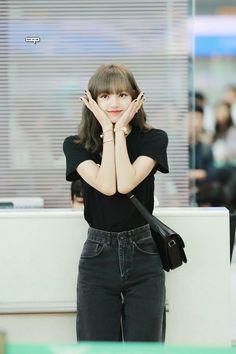 An angle was born Lisa Bp, Jennie Blackpink, South Korean Girls, Korean Girl Groups, K Pop, Blackpink Fashion, Fashion Outfits, Daily Fashion, Rapper