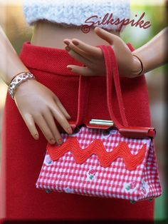 Silkspike Dolls - Clip Purse Tutorial and Pattern