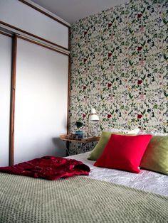 Keltainen talo rannalla: Rustiikkia ja makuuhuoneen muutos Scandi Home, Oversized Mirror, Bedroom, Furniture, Home Decor, Decoration Home, Room Decor, Bedrooms, Home Furnishings