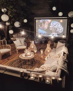 """Marzena Marideko on Instagram: """"💛tomorrow?😘💛 Dziś miało byc wielkie otwarcie kolejnego sezonu naszego kina. Nie zdążyłam...bedzie jutro...prognozy na deszcz...to…"""" Backyard Movie Theaters, Backyard Movie Nights, Outdoor Movie Nights, Outdoor Movie Screen, Outdoor Cinema, Outdoor Theater, Casa Gaudi, Outdoor Spaces, Outdoor Living"""