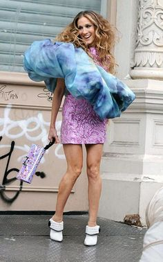 Sarah Jessica Parker as Carrie Bradshaw in SATC the Movie-publicity shot Carrie Bradshaw Outfits, Carrie Bradshaw Estilo, Sarah Jessica Parker, Fashion Tv, Girl Fashion, Fashion Outfits, Carrie And Big, City Outfits, Outfits 2016