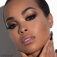 femme noire maquillee