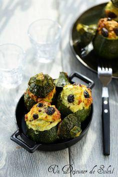 Un dejeuner de soleil: Courgettes farcies au poisson et aux olives
