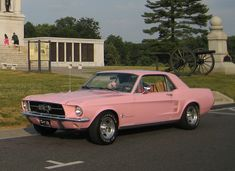 So, I happen to own one of these cars, a mustang, now all I need is THIS paint job! Someday my mustang will be PINK! Pretty Cars, Cute Cars, Old Vintage Cars, Old Cars, My Dream Car, Dream Cars, 1967 Mustang, Pink Mustang, Dr Car