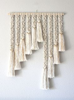 25 Wall Décor Ideas for Stylish Interior Macrame Wall Hanging Patterns, Wall Hanging Crafts, Large Macrame Wall Hanging, Yarn Wall Hanging, Macrame Plant Hangers, Macrame Patterns, Wall Hangings, Macrame Design, Macrame Art