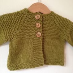 free model of Elliot children& vest in merinos from the valgaudemar spinning mill Baby Cardigan, Baby Pullover, Baby Vest, Arm Knitting, Knitting For Kids, Brei Baby, Baby L, Baby Couture, Crochet Baby Clothes