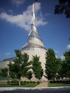 I love the look of this building! Community of Christ Temple, Independence, Missouri Independence Missouri, Kansas City Missouri, Religious Architecture, Amazing Architecture, Modern Architecture, Community Of Christ, Unusual Buildings, Trip Planning, Great Places