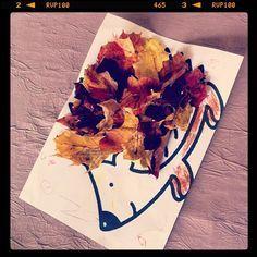 A leafy hedgehog fall activity Hedgehog Noël orient lunique des événeme Autumn Crafts, Fall Crafts For Kids, Toddler Crafts, Diy For Kids, Bricolage Halloween, Halloween Crafts, Autumn Activities, Activities For Kids, Kindergarten Lesson Plans