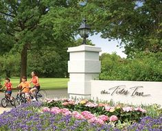 Tides Inn Chesapeake Bay, Virginia - Best Resorts for Family Reunions Places To Travel, Places To Go, Jasper Park, Callaway Gardens, Monterey Peninsula, Lakeside Cottage, Park Lodge, Vacation Days, Waterfront Wedding