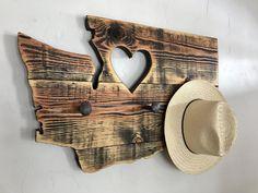 Diy Wood Projects, Wood Crafts, Rustic Bunk Beds, Diy Garage Storage, Stick Art, Pallet Designs, Live Edge Wood, Reclaimed Barn Wood, Driftwood Art