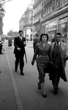"Paris 1952 ""En route""  by George Zimbel"