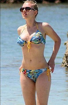 Scarlett Johansson is my healthy body role model! Love her curves and undeniable sex appeal.