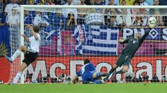 Philipp #Lahm breaks Greece's resistance with a swerving effort six minutes before the break for Germany