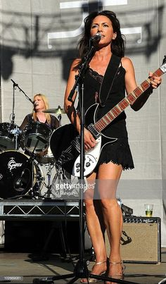 Drummer Debbi Peterson and Guitarist/Vocalist Susanna Hoffs of The Bangles perform during the 2010 Lilith Fair at the Shoreline Amphitheatre on July 2010 in Mountain View, California. Get premium, high resolution news photos at Getty Images Female Guitarist, Female Singers, Girl Drummer, Susanna Hoffs, Rock And Roll Girl, Music Collage, Valerie Bertinelli, Bass, Musica