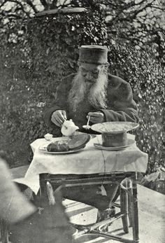 Leo Tolstoy (1828 – 1910) is having his breakfast. 1901. #Leo_Tolstoy