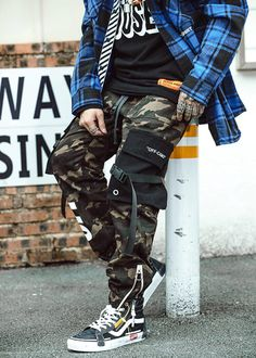 Camo Pants Outfit, Polo Shirt Outfits, Joggers Outfit, Men Street Outfit, Street Style Outfits Men, Street Wear For Men, Outfits For Men, Stylish Outfits, Mode Camouflage
