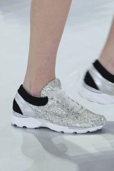 Las sneakers alta costura de Chanel serán el nuevo it shoe de la próxima temporada. Si quieres formarte como #personalshopper infórmate en nuestra web: http://www.psschool.es/ #cursopersonalshopper #asesoriadeimagen