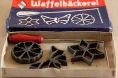 Recipie and Instruction for how to use German Rosette Iron Set I inherited from mom. Rosettes Cookie Recipe, Rosette Recipe, Rosette Cookies, Chocolate Christmas Cookies, Christmas Treats, Cinnamon Stars Recipe, Cookie Recipes, Dessert Recipes, Candy Cane Cookies